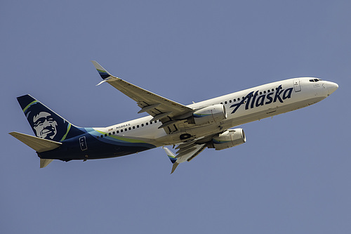 Alaska Airlines Boeing 737-800 N586AS at Los Angeles International Airport (KLAX/LAX)