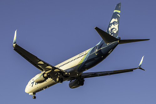 Alaska Airlines Boeing 737-800 N586AS at Seattle Tacoma International Airport (KSEA/SEA)