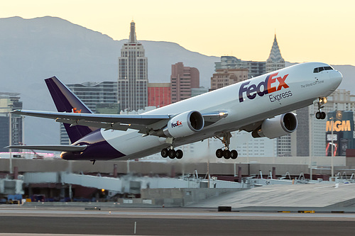 FedEx Boeing 767-300F N145FE at McCarran International Airport (KLAS/LAS)