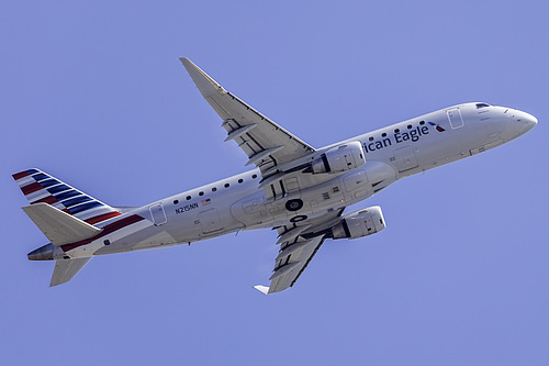 Compass Airlines Embraer ERJ-175 N215NN at Los Angeles International Airport (KLAX/LAX)