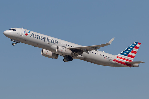 American Airlines Airbus A321-200 N142AN at Los Angeles International Airport (KLAX/LAX)