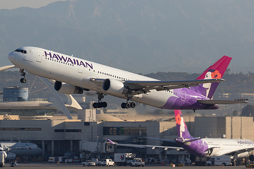 Hawaiian Airlines Boeing 767-300ER N583HA at Los Angeles International Airport (KLAX/LAX)