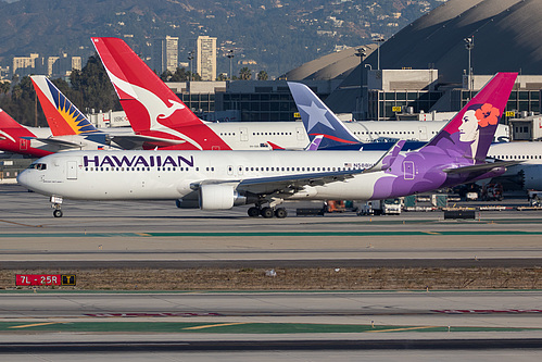 Hawaiian Airlines Boeing 767-300ER N588HA at Los Angeles International Airport (KLAX/LAX)
