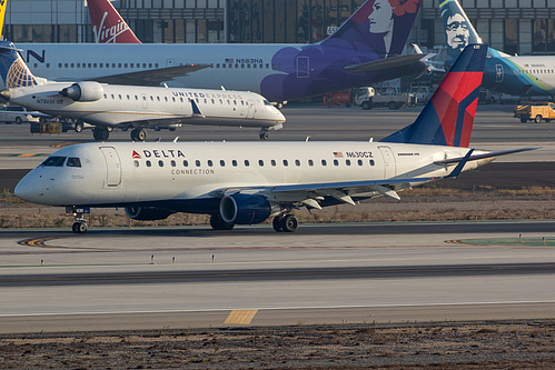 Compass Airlines Embraer ERJ-175 N630CZ at Los Angeles International Airport (KLAX/LAX)