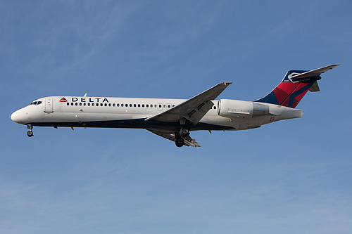 Delta Air Lines Boeing 717-200 N895AT at Los Angeles International Airport (KLAX/LAX)