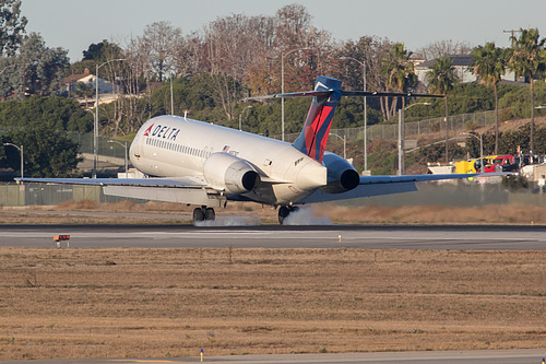 Delta Air Lines Boeing 717-200 N957AT at Los Angeles International Airport (KLAX/LAX)