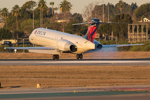 Delta Air Lines Boeing 717-200 N996AT at Los Angeles International Airport (KLAX/LAX)