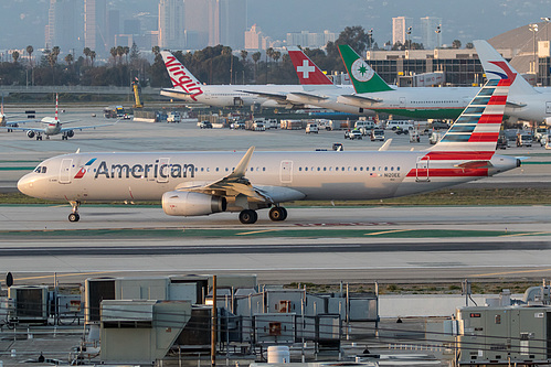 American Airlines Airbus A321-200 N120EE at Los Angeles International Airport (KLAX/LAX)