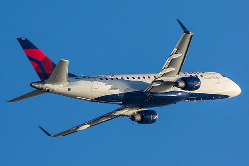 Compass Airlines Embraer ERJ-175 N604CZ at Los Angeles International Airport (KLAX/LAX)