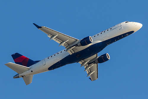 Compass Airlines Embraer ERJ-175 N625CZ at Los Angeles International Airport (KLAX/LAX)