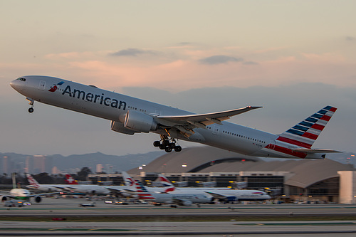 American Airlines Boeing 777-300ER N731AN at Los Angeles International Airport (KLAX/LAX)