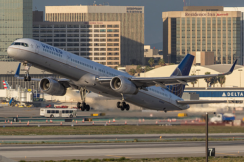 United Airlines Boeing 757-300 N75853 at Los Angeles International Airport (KLAX/LAX)