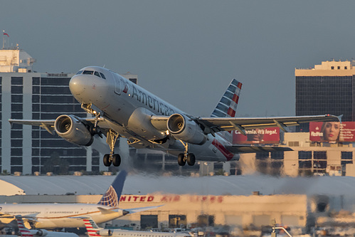 American Airlines Airbus A319-100 N810AW at Los Angeles International Airport (KLAX/LAX)