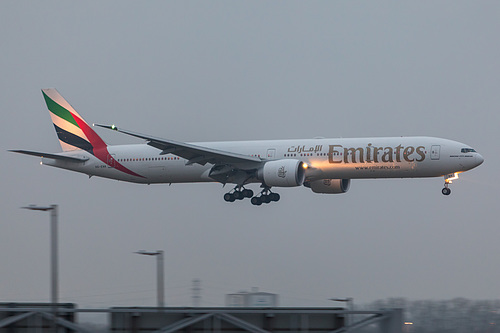 Emirates Boeing 777-300ER A6-ENK at London Heathrow Airport (EGLL/LHR)