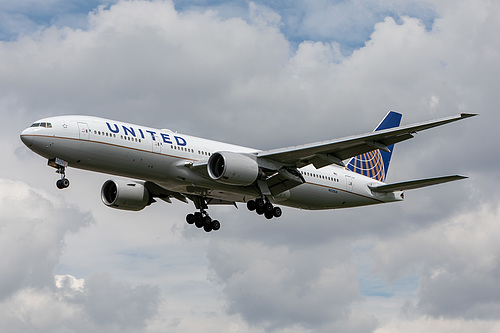 United Airlines Boeing 777-200ER N225UA at London Heathrow Airport (EGLL/LHR)