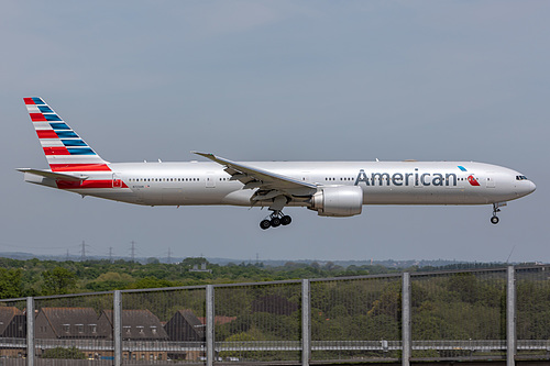 American Airlines Boeing 777-300ER N723AN at London Heathrow Airport (EGLL/LHR)