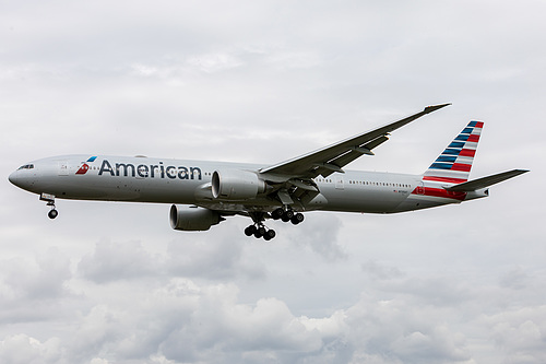 American Airlines Boeing 777-300ER N735AT at London Heathrow Airport (EGLL/LHR)