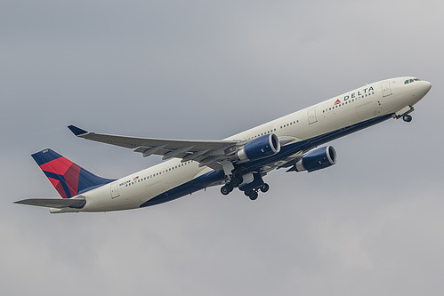 Delta Air Lines Airbus A330-300 N822NW at London Heathrow Airport (EGLL/LHR)