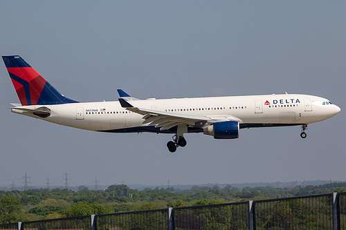 Delta Air Lines Airbus A330-200 N851NW at London Heathrow Airport (EGLL/LHR)