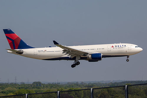 Delta Air Lines Airbus A330-200 N860NW at London Heathrow Airport (EGLL/LHR)