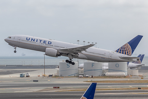 United Airlines Boeing 777-200ER N212UA at San Francisco International Airport (KSFO/SFO)