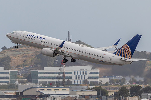 United Airlines Boeing 737-900ER N67827 at San Francisco International Airport (KSFO/SFO)