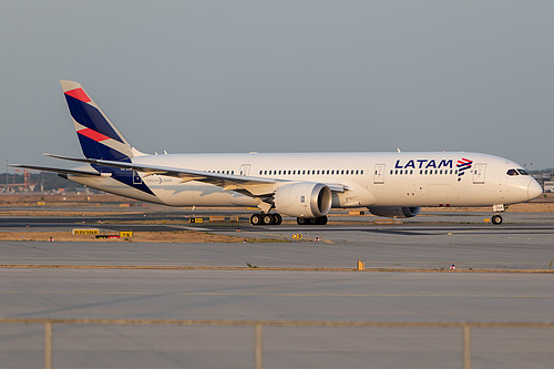 LATAM Chile Boeing 787-9 CC-BGE at Frankfurt am Main International Airport (EDDF/FRA)