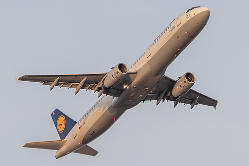 Lufthansa Airbus A321-200 D-AIDL at Frankfurt am Main International Airport (EDDF/FRA)