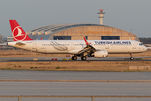 Turkish Airlines Airbus A321-200 TC-JSS at Frankfurt am Main International Airport (EDDF/FRA)