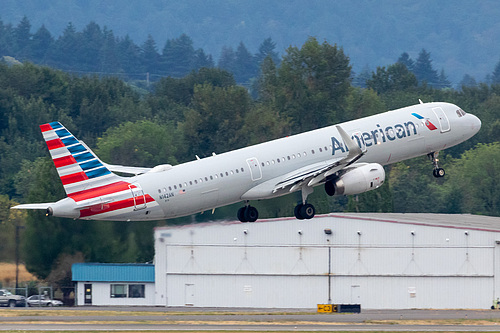 American Airlines Airbus A321-200 N142AN at Portland International Airport (KPDX/PDX)