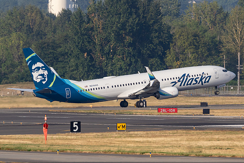 Alaska Airlines Boeing 737-900ER N214AK at Portland International Airport (KPDX/PDX)