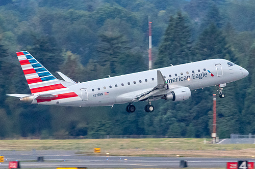 Compass Airlines Embraer ERJ-175 N215NN at Portland International Airport (KPDX/PDX)
