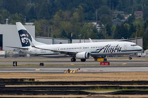 Alaska Airlines Boeing 737-900ER N402AS at Portland International Airport (KPDX/PDX)