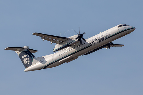 Horizon Air DHC Dash-8-400 N405QX at Portland International Airport (KPDX/PDX)