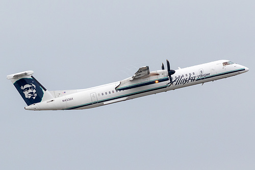 Horizon Air DHC Dash-8-400 N433QX at Portland International Airport (KPDX/PDX)