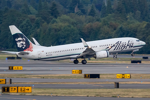 Alaska Airlines Boeing 737-800 N537AS at Portland International Airport (KPDX/PDX)