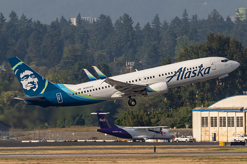 Alaska Airlines Boeing 737-800 N565AS at Portland International Airport (KPDX/PDX)
