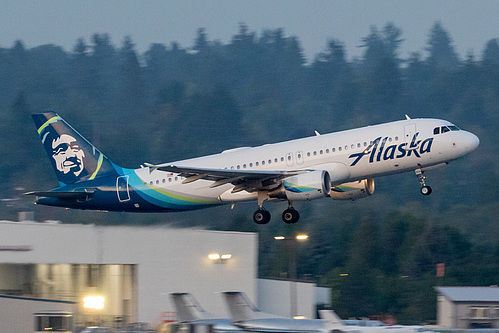 Alaska Airlines Airbus A320-200 N624VA at Portland International Airport (KPDX/PDX)