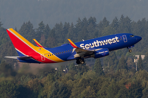 Southwest Airlines Boeing 737-700 N7733B at Portland International Airport (KPDX/PDX)