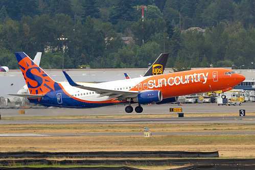 Sun Country Airlines Boeing 737-800 N832SY at Portland International Airport (KPDX/PDX)