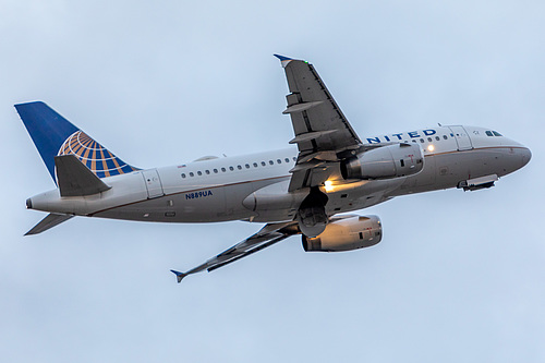United Airlines Airbus A319-100 N889UA at Portland International Airport (KPDX/PDX)