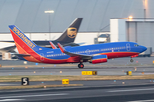Southwest Airlines Boeing 737-700 N492WN at Portland International Airport (KPDX/PDX)