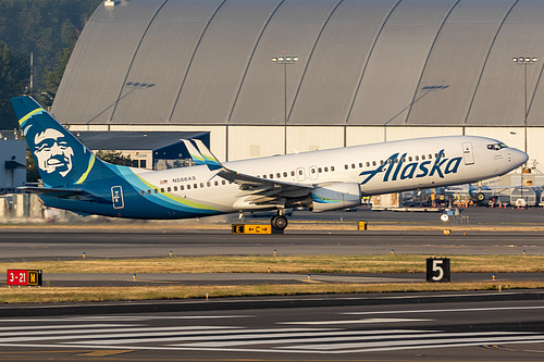 Alaska Airlines Boeing 737-800 N586AS at Portland International Airport (KPDX/PDX)