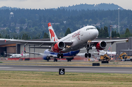 Air Canada Rouge Airbus A319-100 C-FZUG at Portland International Airport (KPDX/PDX)