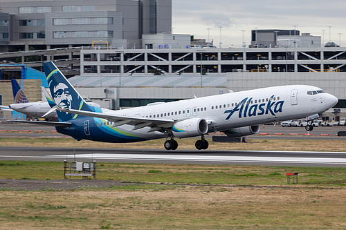 Alaska Airlines Boeing 737-900ER N266AK at Portland International Airport (KPDX/PDX)