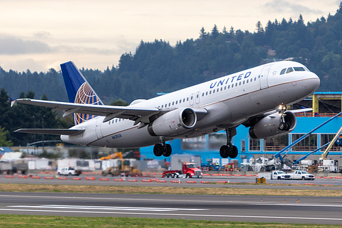 United Airlines Airbus A320-200 N425UA at Portland International Airport (KPDX/PDX)